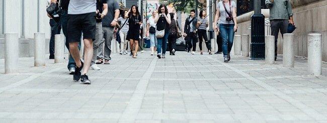 Schritte auf der Straße