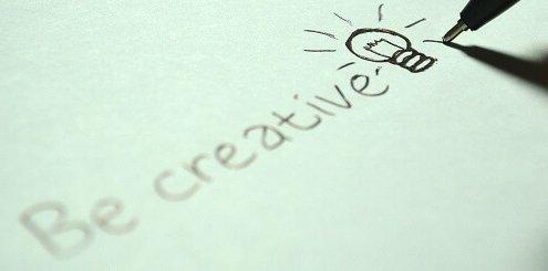 Stift schreibt auf Papier Be creative