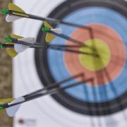 Targeting wie Pfeile, die auf eine Zielscheibe schießen